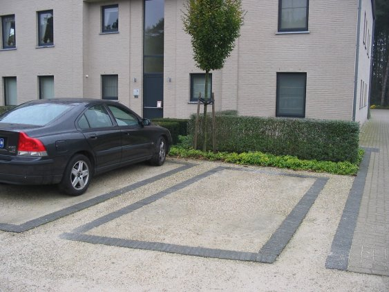 Tuinarchitectuur broos bvba for Ontwerp voortuin met parkeerplaats